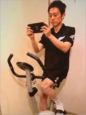 フィットネスバイクでダイエットする安村アナ