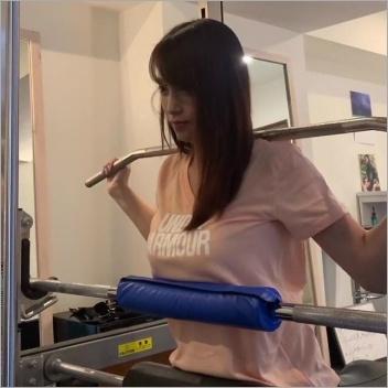 鷲見アナのパーソナルトレーニング動画
