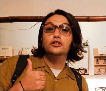 眼鏡をかけた見取り図盛山