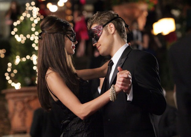 2x07-masquerade-episode-stills-damon-and-stefan-salvatore-16303331-2000-1438-620x445