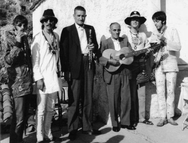 το ελληνικό νησί που θέλησαν να αγοράσουν οι beatles, Το ελληνικό νησί-κιθάρα που θέλησαν να αγοράσουν οι Beatles