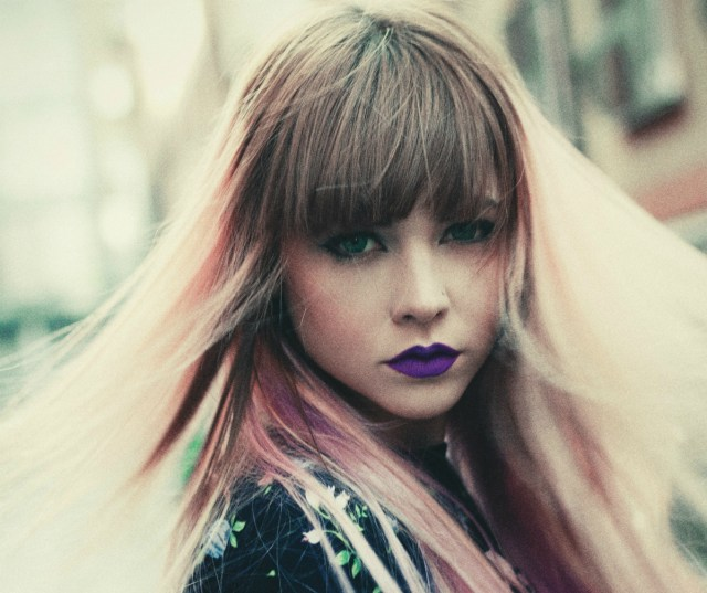 And although some girls look absolutely incredible in bangs, most of us usually regret this decision. However, when a fringe is done right, it can look stylish and cool on anyone, and it might just be that one thing you're missing to take your hairstyle to the next level.