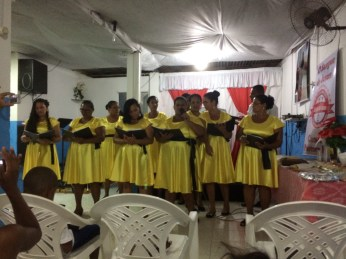 The 'amarelinhas' (little yellows) at the church! My mom is the second from the right