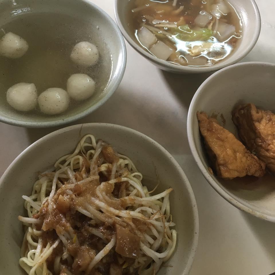 彰化車站旁的 郭媽媽魯肉飯|銅版料理|魷魚肉羹古早味紅茶
