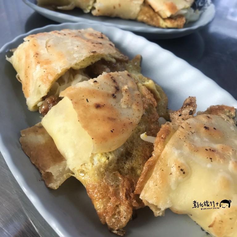 彰女人最愛的阿婆味手工脆皮蛋餅,夾滿高麗菜,營養滿分
