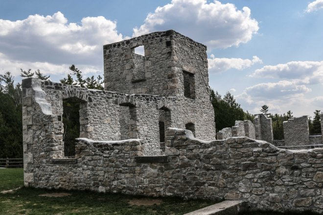 Rockwood Conservation Area, Mill Ruins in Ontario, Hiking Trails in Ontario, Things to see in Ontario, Ruins of Old Woolen Mill, Rockwood Conservation Area, Rockwood Ontario, Things to see in Rockwood,