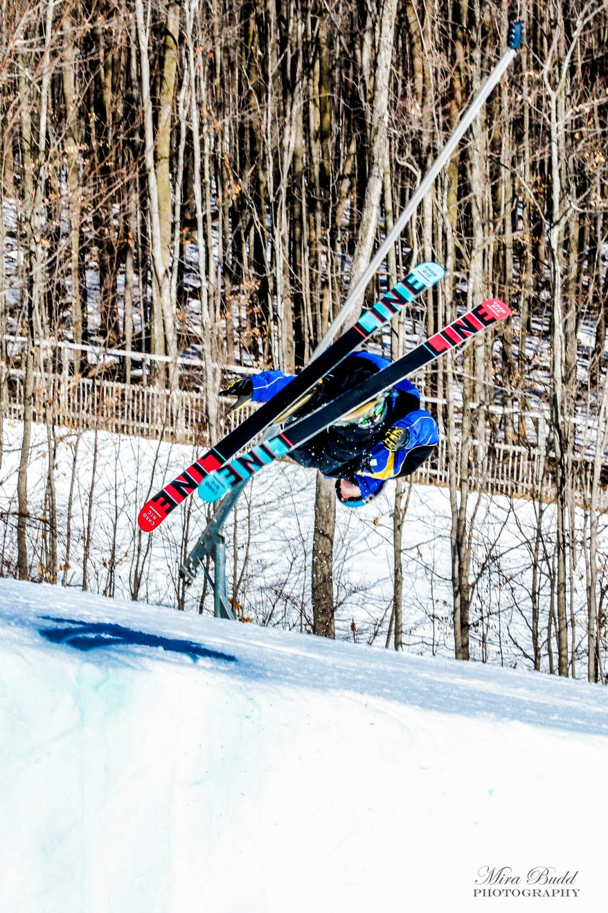 Best Terrain Parks Ontario, Ontario Skiing, Top Ski Hills in Ontario, Best Skiings in Ontario, Freestyle Skiers, Things to do in Winter in Ontario, Ski Rosorts Ontario, Mount St. Louise Moonstone Terrain Park,