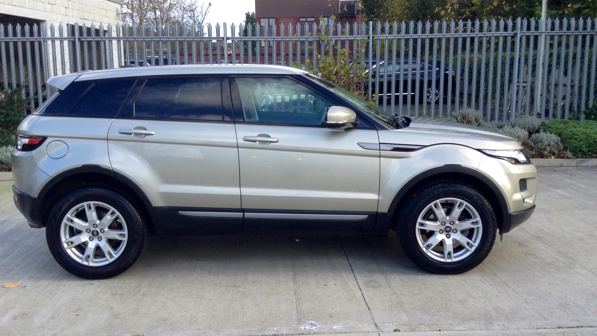 Used Land Rover Range Rover Evoque Pure SD4 Gold LD62ZFL