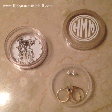 How to make a monogram jewelry case www.lifeonsummerhill.com