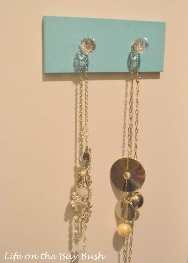 DIY-jewelry-hanger-for-long-necklaces