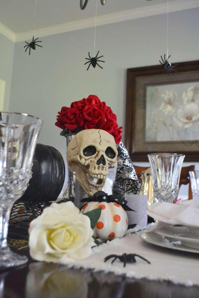 skull-halloween-table-decor