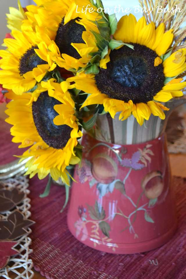 thanksgiving-arrangement-with-sunflowers