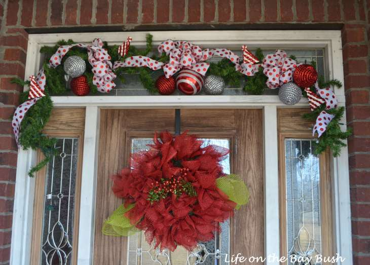 This video tutorial makes making a Christmas garland look so easy!