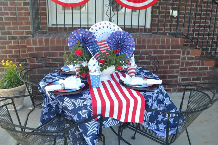 Love this cute July 4th table!