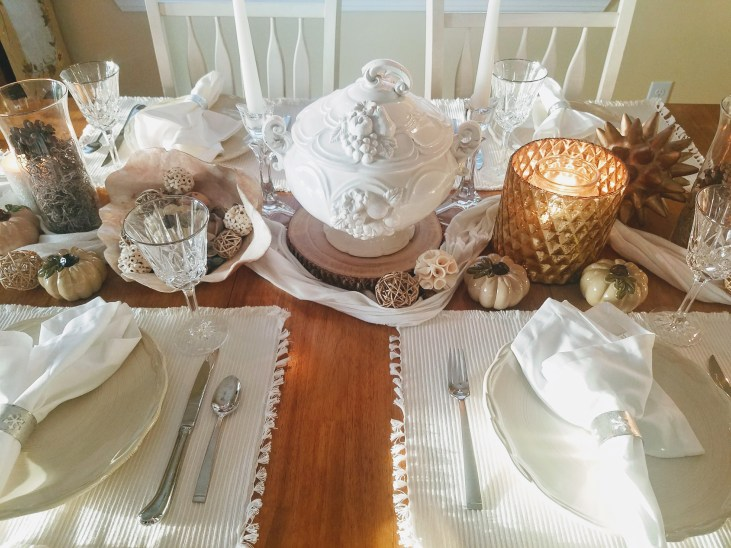 Love a neutral table? Check out this fall tablescape! #falltable