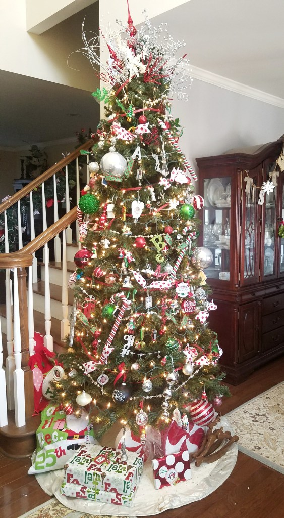 I love this gorgeous Christmas Tree