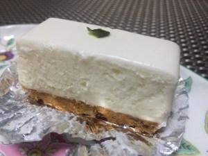 有名政治家の手土産として人気なレアチーズケーキは、ぼくが初めて食べた11年前と今も変わらずどこよりも美味かった!『しろたえ』赤坂