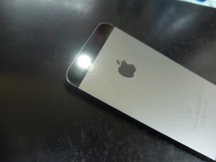 【iPhone初心者】電話やメールの通知時にLEDライトでも知らせる方法!『LEDフラッシュ通知』