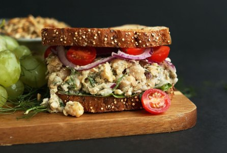 30-minute-chickpea-sunflower-salad-sandwich-soft-crunchy-savory-and-so-simple-vegan-glutenfree-healthy