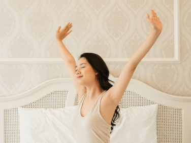 woman_stretching_bed_stockphoto