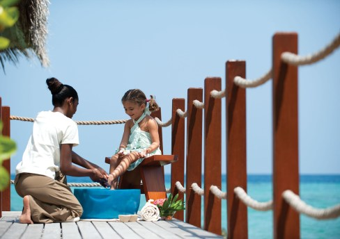 Pint-size pampering in the Maldives and more: Summer Values at Four Seasons Hotels and Resorts Mean Fun for the Whole Family, with Memories to Last a Lifetime. (CNW Group/Four Seasons Hotels and Resorts)