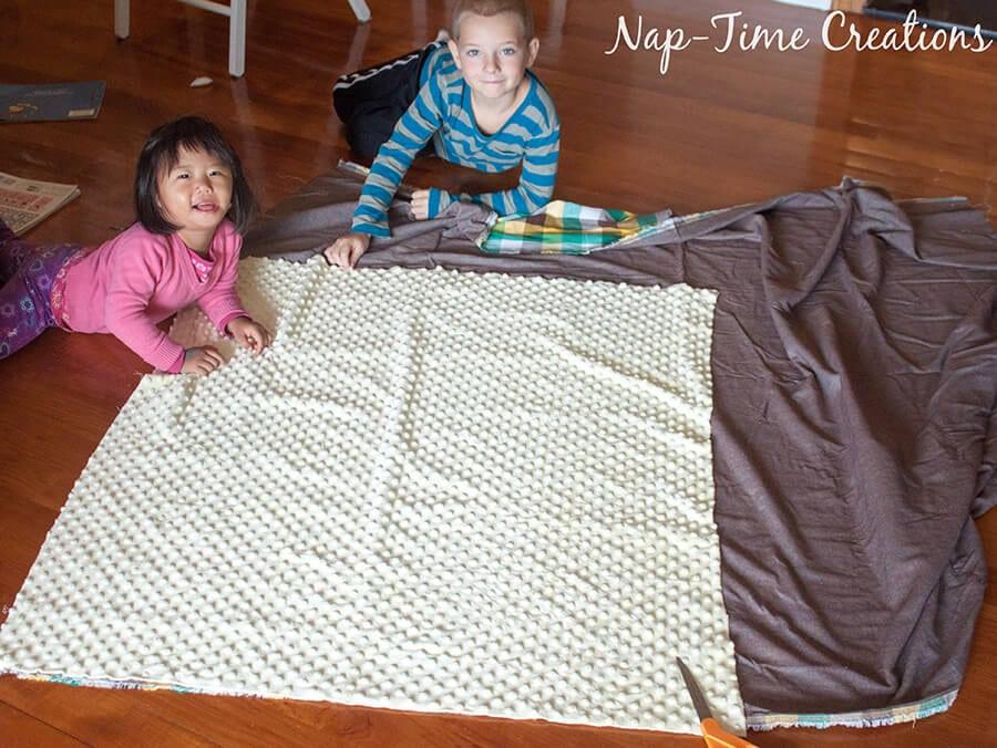 geometic fabric baby blanket tutorial 3