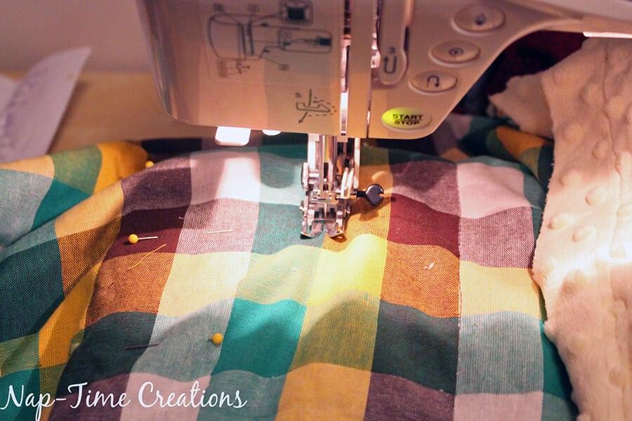 geometic fabric baby blanket tutorial 4