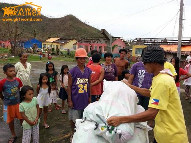 20140223193326-Yolanda_Relief_in_Alang-alang__Leyte_01-650×487