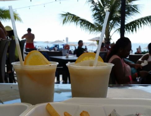 royal-palms-happy-hour