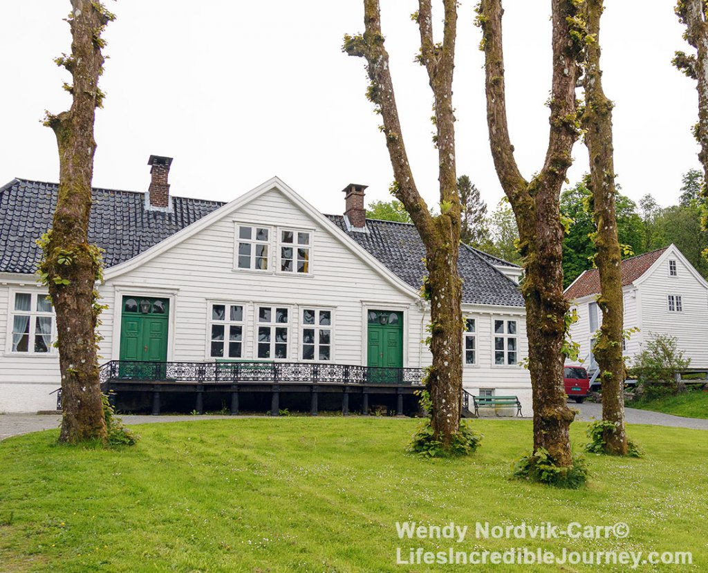 The Alvøen Hovedbygning museum is one of the oldest industrial communities in Norway. There is a charming historic country manor, gardens and gazebo.