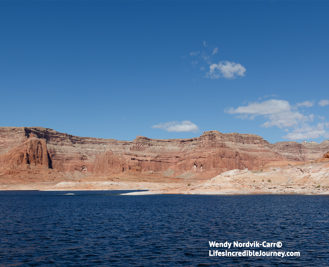 Where to stay in Glen Canyon Lake Powell scenic travel adventure 4529