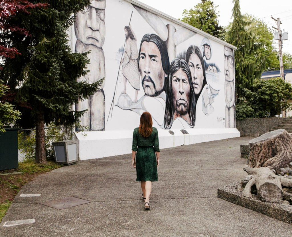 Viewing the wall murals in Chemainus. Photo Credit: Tourism Vancouver Island/Ben Giesbrecht