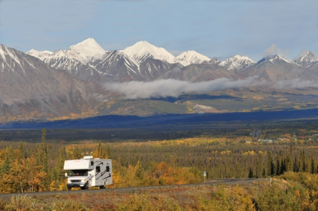 Klondike Kluane Loop one of most scenic Yukon roads. RV on Haines Road near Haines Junction, front range of St. Elias Mountains in background. Photo Credit: Yukon Government/Derek Crowe