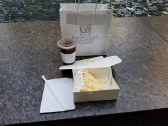 Magnolia Bakery - cake and tea