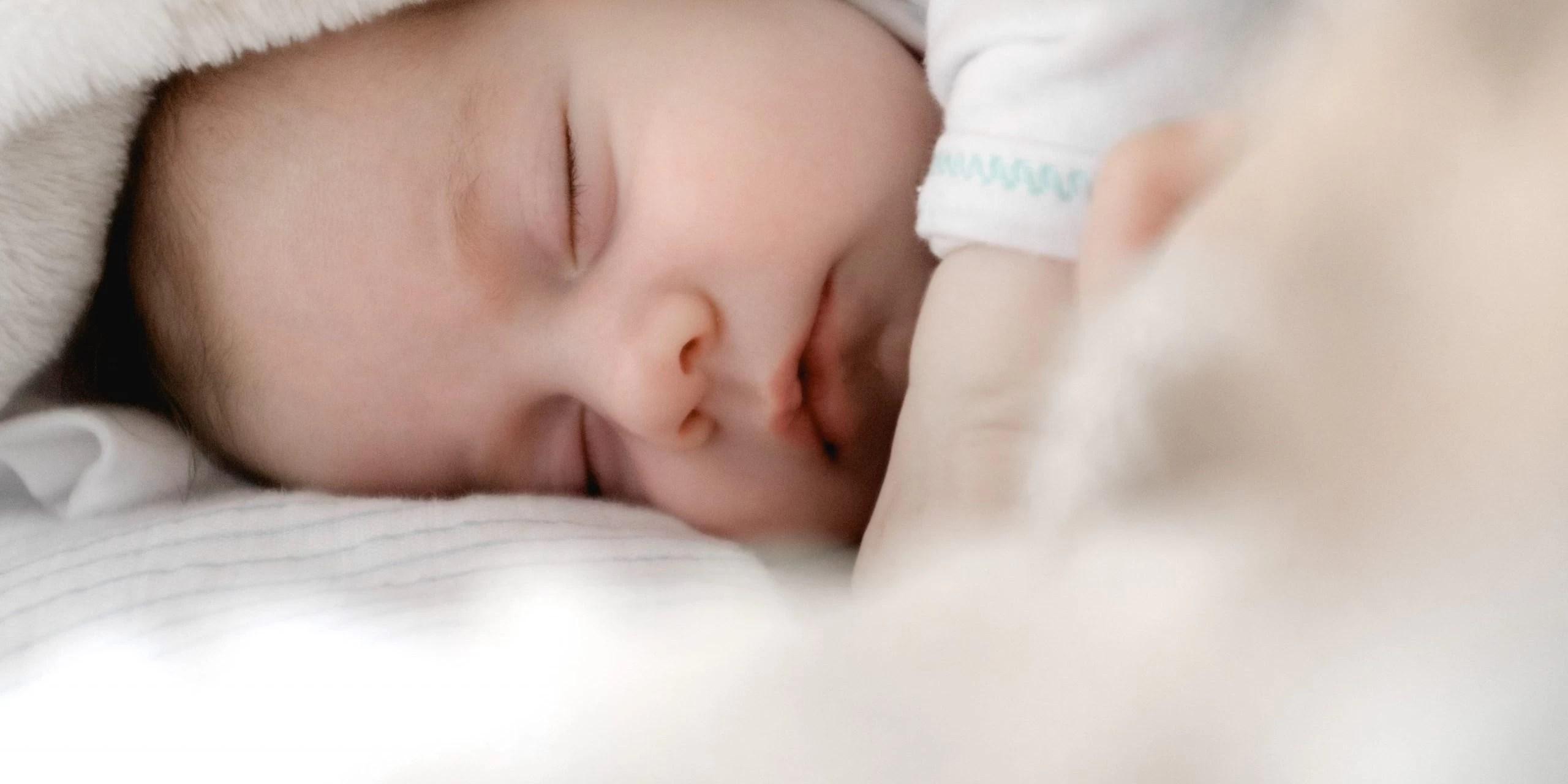 picioare sacadate în timp ce dormi