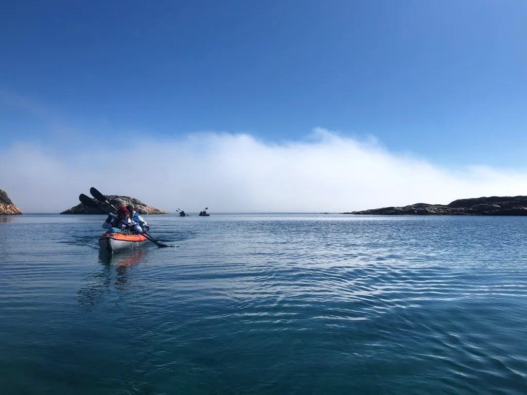 kayak des un fjord du groenland