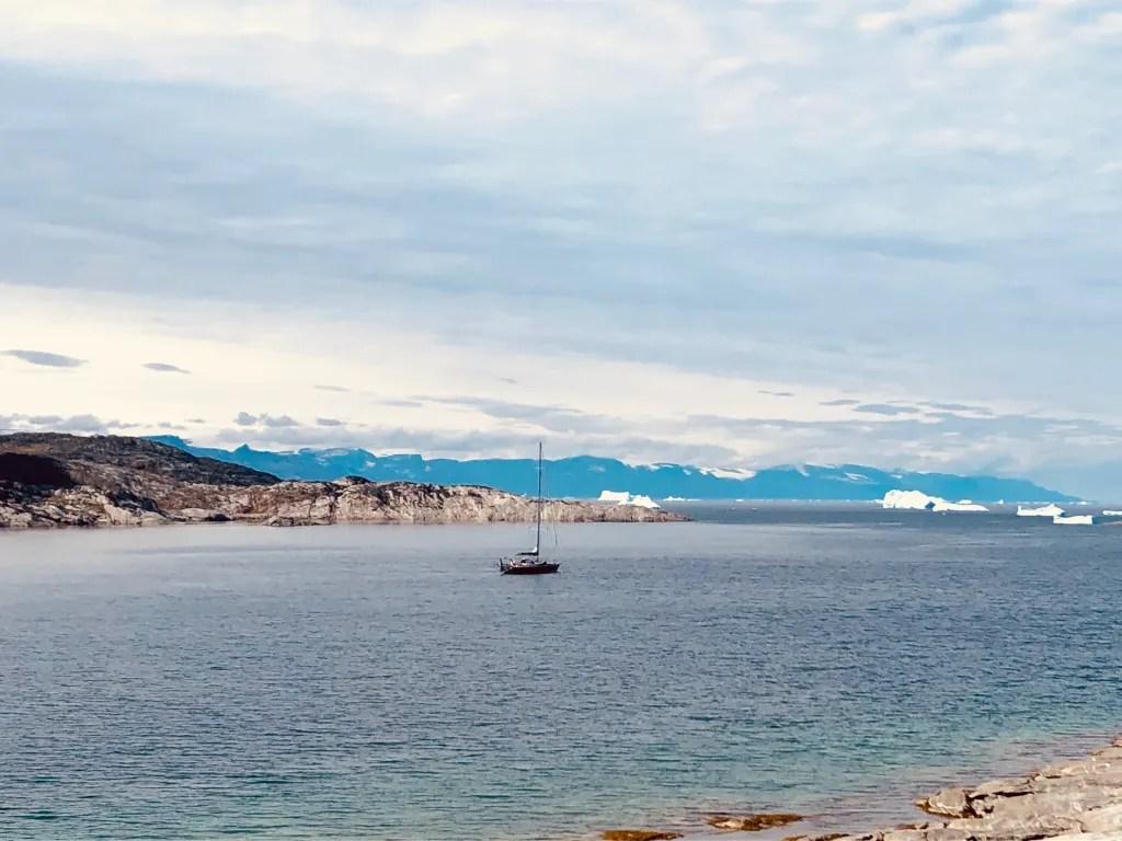 Le voilier LifeSong au mouillage