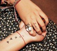 tatuaggi piccoli femminili rondini
