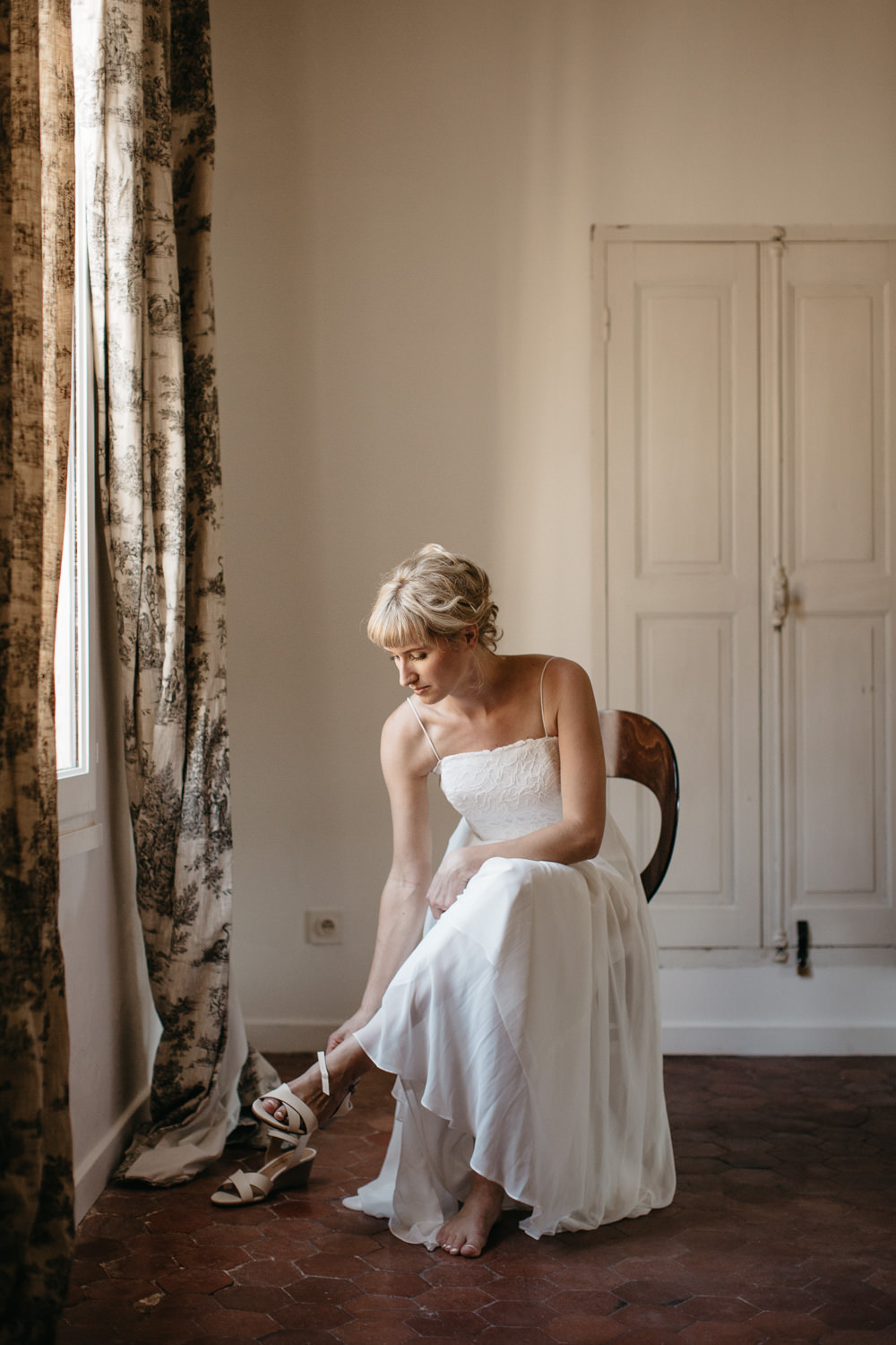 bride getting in Provence, south of France