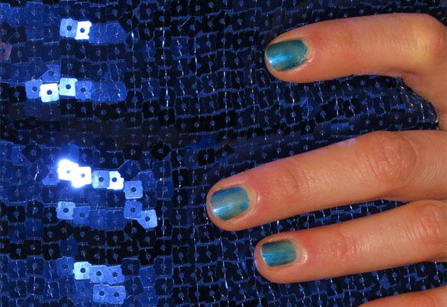 blaues-kleid-mit-fingernägels-2015ss