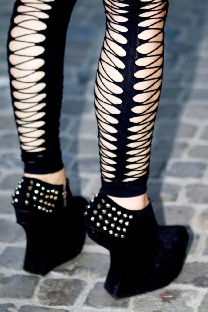 netzstrümpfe-mit-high-heels