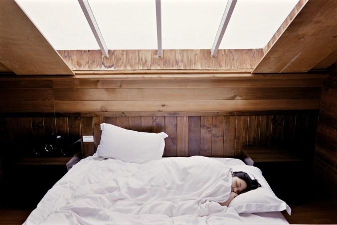 bett frau schlaf zimmer