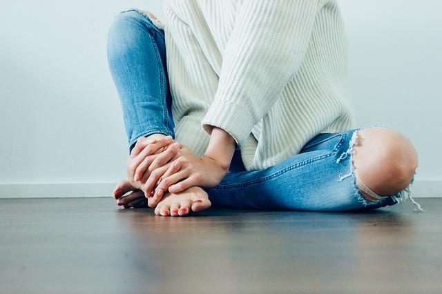 膝の痛みの原因に潜む怖い病気の兆候と対処法5つ