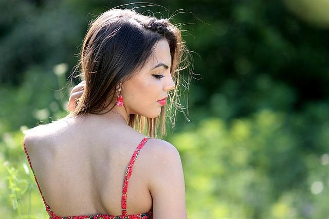 肩甲骨の痛みに隠された6つの怖い病気の原因と対処法
