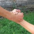 手首の捻挫の症状と治療するための方法5つ