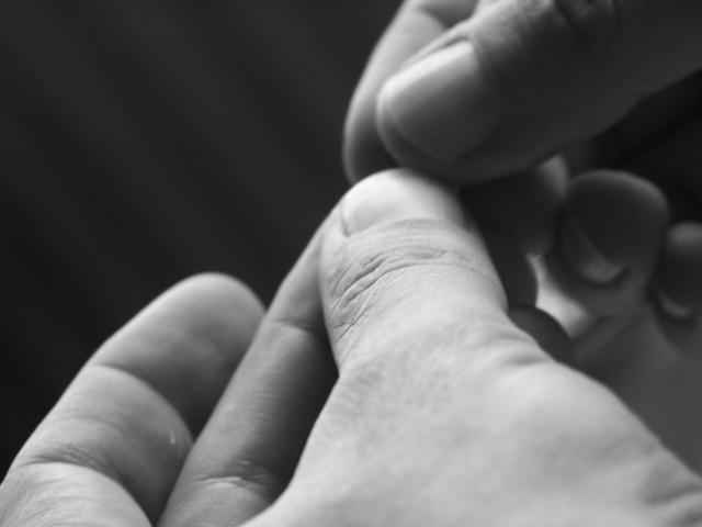 指先のしびれに隠された怖い病気の兆候と対処法5つ