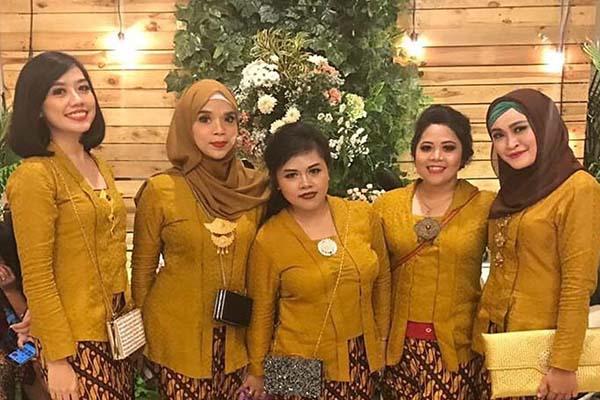 lifestyle-people.com - Kebaya Kutu Baru Warna Kuning