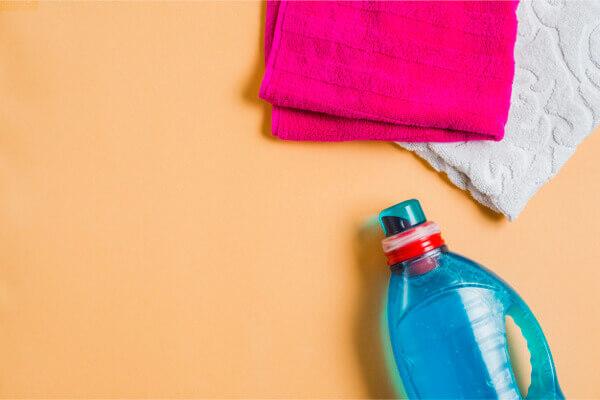 衣服的腋窩污漬好難洗?這 3 方法可有效去除黃色汗漬   Heho生活