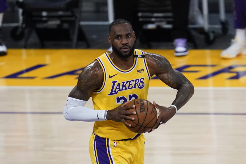 LeBron James becomes first active NBA Player with $1 billion in career earnings