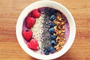 Power breakfast: Alpro Soya Mild&Creamy blueberry, toppings: homemade oatmeal granola, chia seeds,sesam sead, blueberries and raspberries